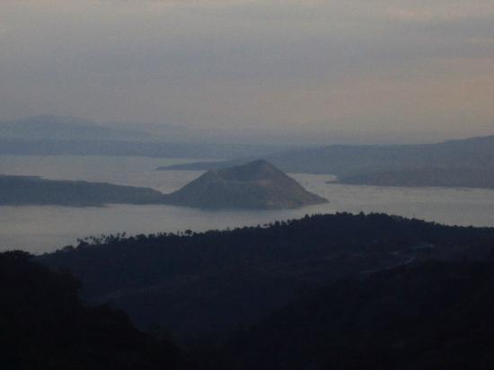 Royal Taal Inn: View of Taal volcano from our room
