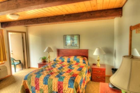 Westcliff Lodge: Ahh, comfy King
