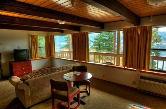 Vagabond Lodge: King Suite River View