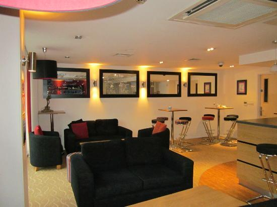 YHA London St Pancras : lounge area