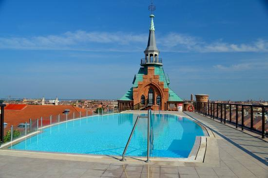 Hilton Molino Stucky Venice Hotel: Rooftop pool and view