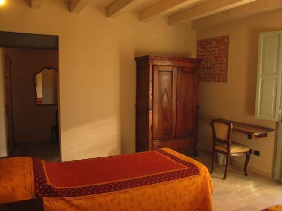 Camera doppia giardino picture of agriturismo cascina for Pirolitica doppia camera