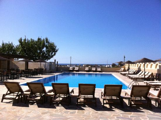 Thera Mare Hotel: The pool area looking toward the ocean.