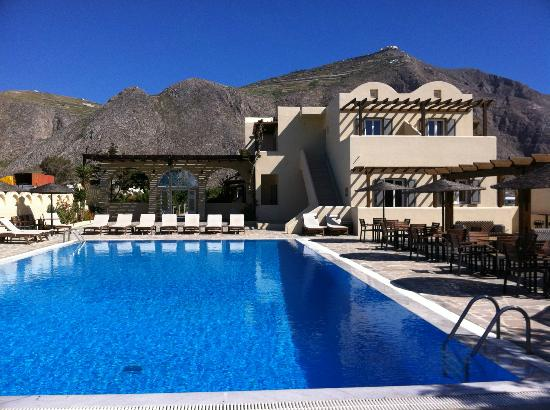 Thera Mare Hotel: The view of the pool area and the back of the main building looking toward the mountains.