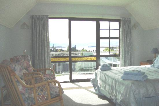 Creel House: balcony room with queen bed and private bathroom