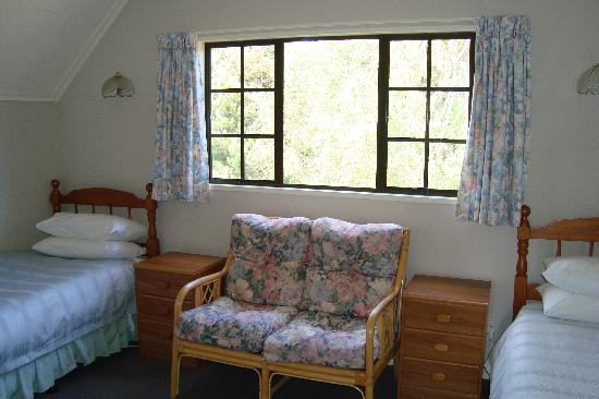 Creel House: twin room with two single beds and ensuite