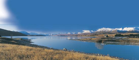 Creel House : An August landscape of Lake Tekapo