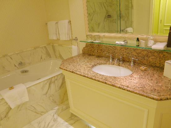 InterContinental Dublin: My bathroom