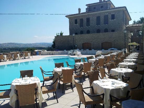 Mozzagrogna, Italië: Piscina esterna