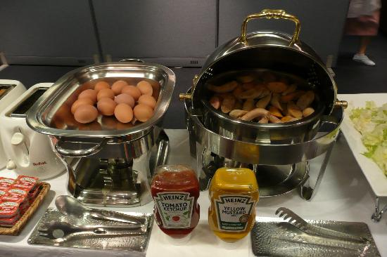 Doulos Hotel: Breakfast