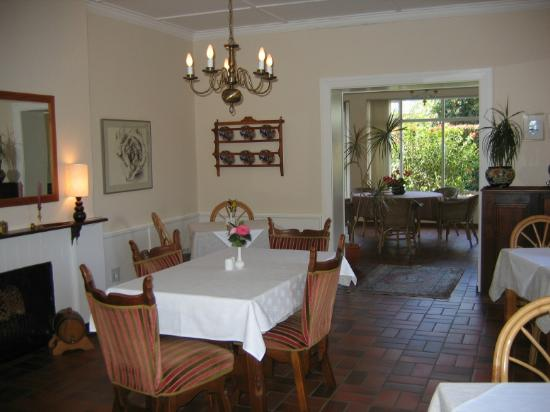 10 Caledon Street Guest House: Breakfast room