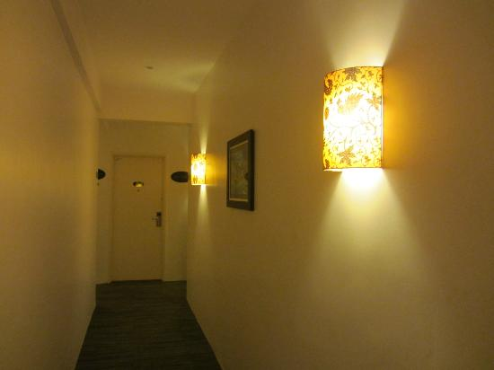 Hotel Richbaliz: Beautiful batik lamshade