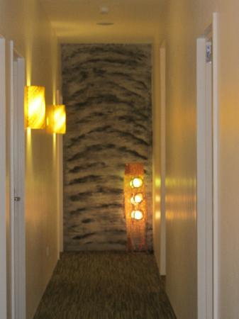 Hotel Richbaliz: Corridor wall design