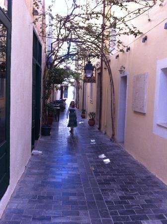 ruelle et façade vénitienne de l'hotel Leo
