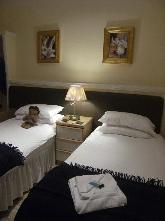 The Woodside Hotel: ROOM 1
