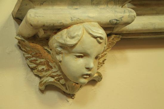Charlottetown, Canadá: Cherub along the wall as I walked in