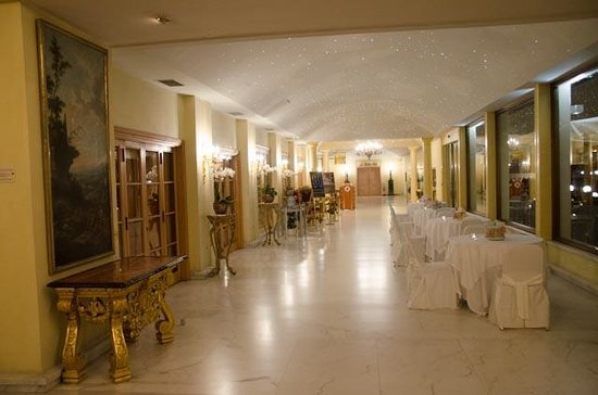 L'Uliveto: Area in between outdoor and indoor