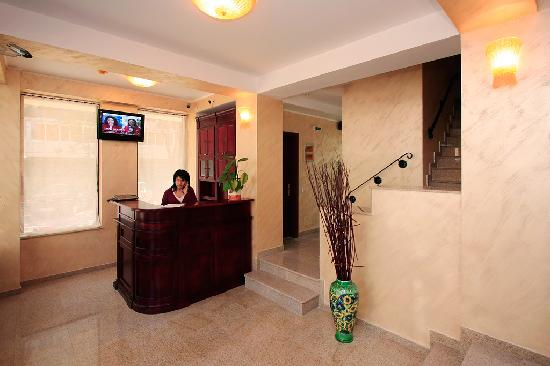 Cantemir Hotel : Front desk