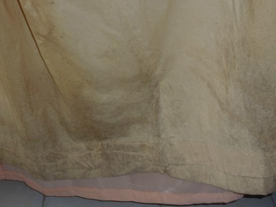 Royal Tulip Saranam Resort & Spa: badly molded curtains in room 120