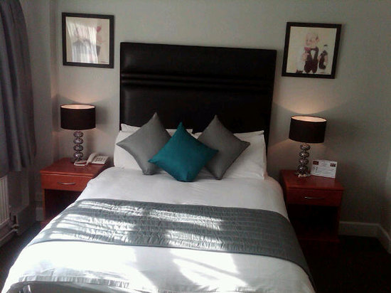 Hare and Hounds Hotel: Guest Room