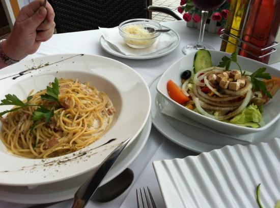 Odissea Restaurant: Carbonara and Salad