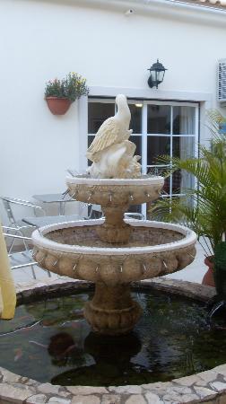 Hotel Sol Algarve : Fuente del patio del hotel