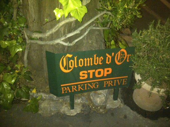 La Colombe D'Or: Stop Sign