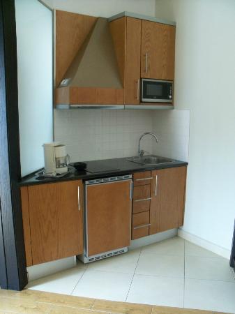 HL Miraflor Suites: Kitchenette in Bungalow
