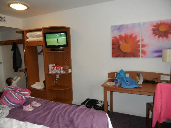 Premier Inn Christchurch / Highcliffe Hotel: dressing table on right, mirror far left of picture