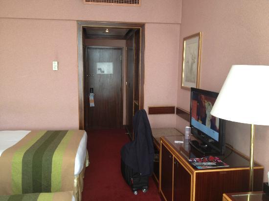 Sheraton Kampala Hotel: View towards door