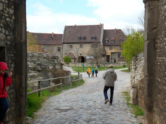 Burgwirtschaft Schloss Neuenburg: Auf dem weg zum Schloss