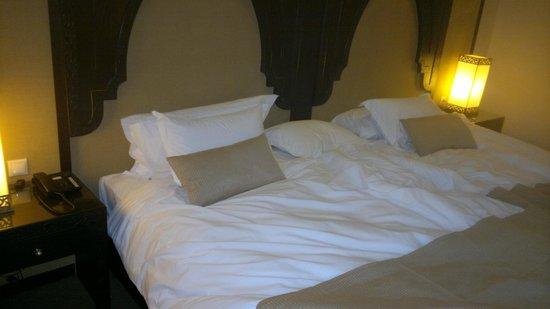 Opera Plaza Hotel : tres grands lits double