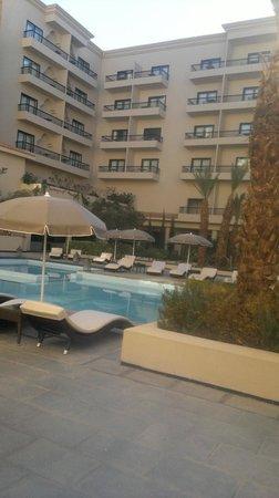 Opera Plaza Hotel : piscine