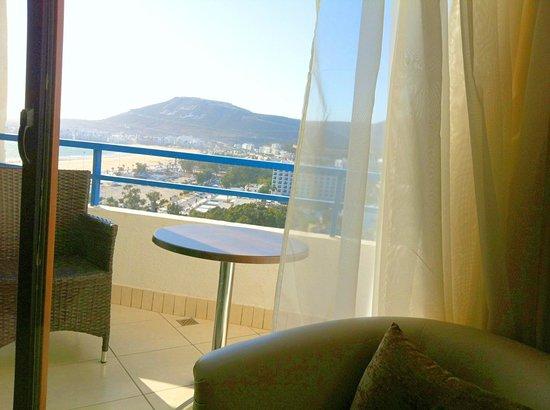 Anezi Tower Hotel : vue a partir le lit