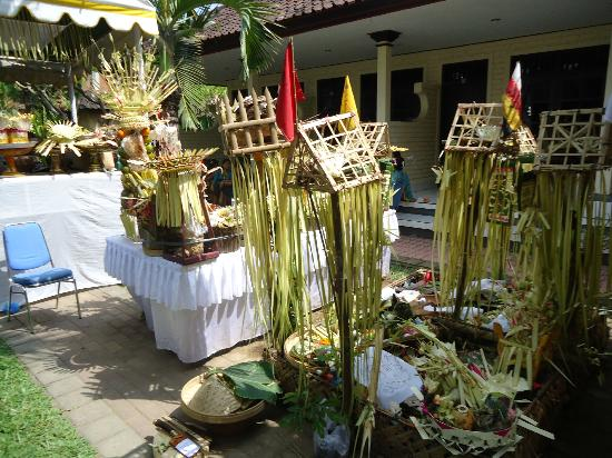 Suriwathi Beach Hotel: setting up of the ceremony