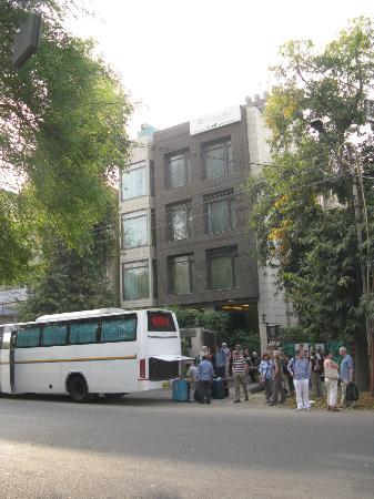 juSTa Greater Kailash, New Delhi: von gegenüber