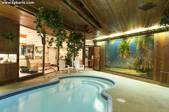 Mequon, WI: MAJESTIC SWIMMING POOL SUITE