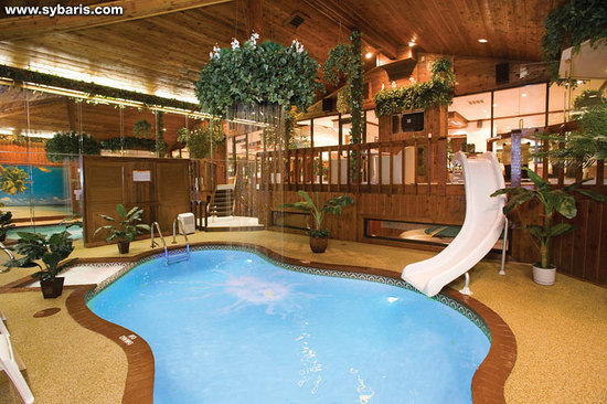 Northbrook, IL: CHALET SWIMMING POOL SUITE