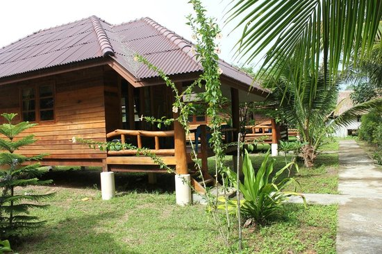 Namtok Bungalow: Mid-priced bungalows with more insulated walls