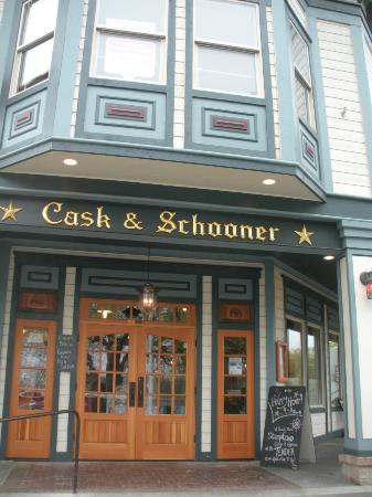 Cask and Schooner Public House & Restaurant: Right near the ferry landing; can't miss it.