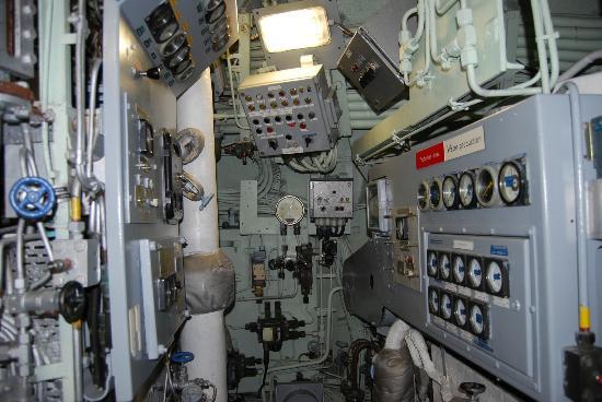 Cité de la mer : L'intérieur du sous marin nucléaire LE REDOUTABLE