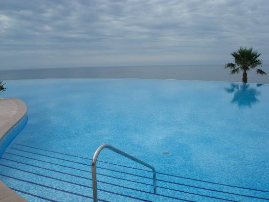Playacalida Spa Hotel: Piscina desbordante