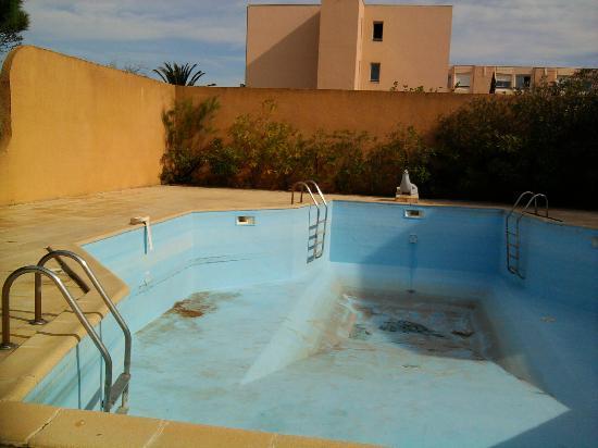 """Relax' Otel Le Barcares: La piscine """"idyllique"""" de l'hôtel"""