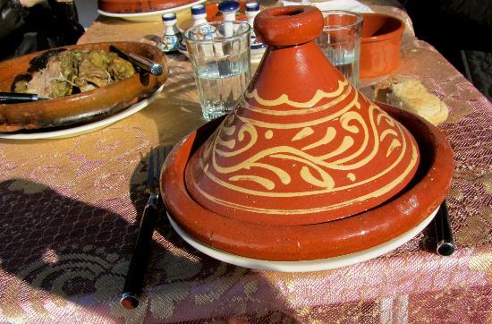 Dar Zerhoune: Tajine prepared by Hajiba