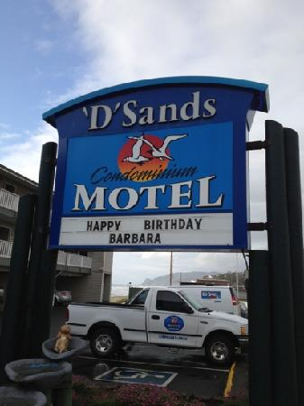 D Sands Condominium Motel: Hotel Sign