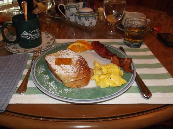 Sunrise Farm Bed and Breakfast: Our breakfast! Fantastic!