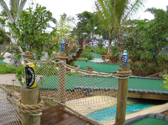 Putt'n Around : Drinks and a view