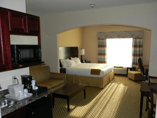 Holiday Inn Express Hotel & Suites Oklahoma City West-Yukon: King suite