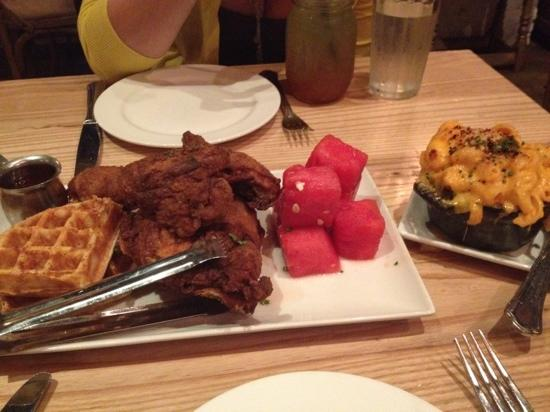Yardbird - Southern Table & Bar : fried chicken and side of Mac n cheese, WIN!!!!!!