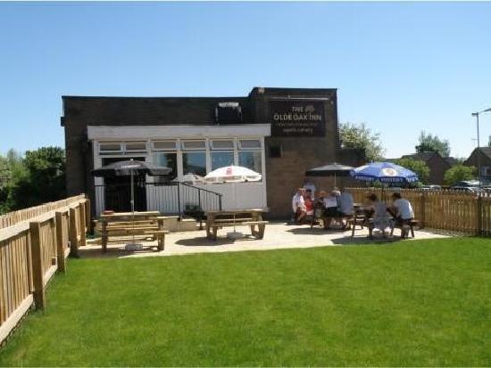 The Olde Oak Inn: beautiful beer garden